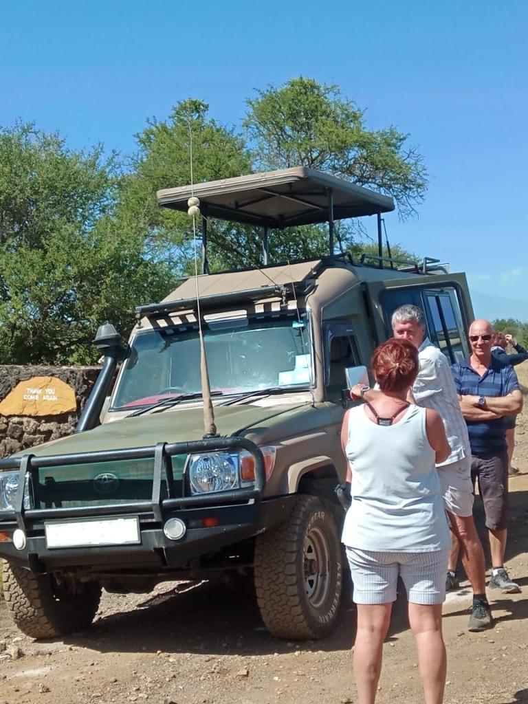 Safari Vehicle Hire Kenya, 4X4 Land Cruiser, Hire Land Cruiser Nairobi, Hire Safari Vehicle Nairobi, Hire Tour Van